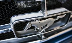 FORD_2017_Mustang_Watch_04.jpg