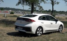 421 Hyunadi Ioniq plug-in (7).Movie_Snapshot.jpg