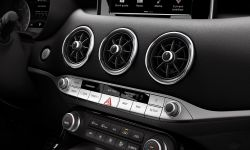 kia_stinger_gt_my18_3-zone_air_vents__12463_69371.jpg