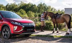mitsubishi_eclipse_cross_gra_w_polo_1_.jpg