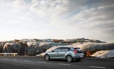 175938_volvo_v40_t4_momentum_location_7_8_rear-1250x810.jpg