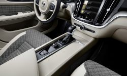 223530_new-volvo-v60-interior.jpg