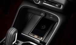 213037_new_volvo_xc40_wireless_phone_charging-1250x833.jpg