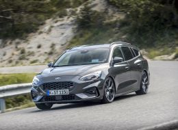 FORD_2019_FOCUS_ST_Wagon_Magnetic_17.jpg