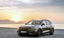 FORD_2019_FOCUS_ST_Wagon_Magnetic_01.jpg