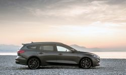 FORD_2019_FOCUS_ST_Wagon_Magnetic_04.jpg