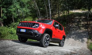 Jeep Renegade TH_4xe (9).jpg