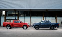 Nissan Navara - King Cab Red and Double Cab Blue 2-source.jpg