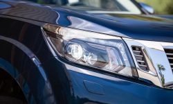 Nissan Navara Double Cab - Front lights 3-source.jpg