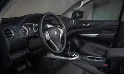 Nissan Navara Double Cab - Interior 3-source.jpg