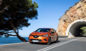 21227143_2019_-_new_renault_clio_test_drive_in_portugal.jpg