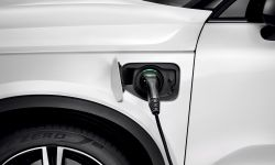 227629_new_volvo_xc40_t5_plug-in_hybrid.jpg