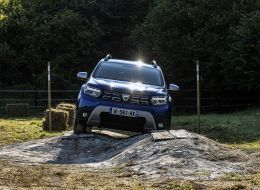 8-2021 - new  dacia duster 4x4 - iron blue tests drive.jpeg
