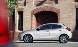 2022 Mazda2, Platinum Quartz, Statyczne 2.jpg