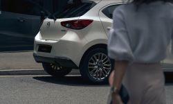2022 Mazda2, Platinum Quartz, Statyczne 5.jpg
