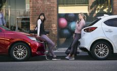 2022 Mazda2, Platinum Quartz, Statyczne 6.jpg