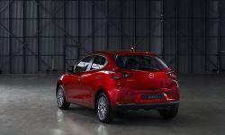 2022 Mazda2, Soul Red Crystal, statyczne 1.jpg