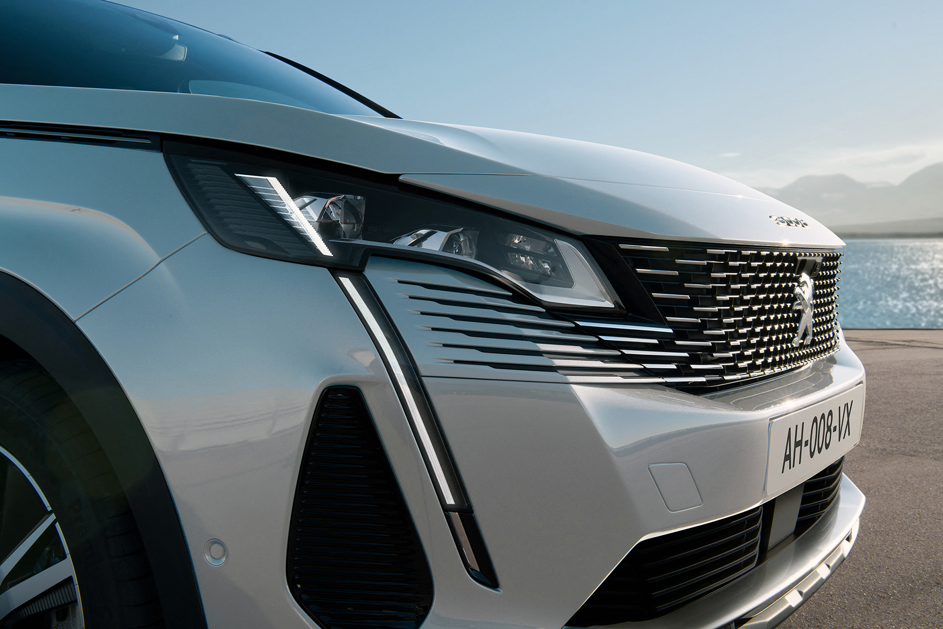 Nowy SUV PEUGEOT 3008 - BRIGHTER
